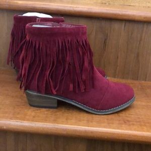 Breckelle Suede Ankle boots with fringe - Wine